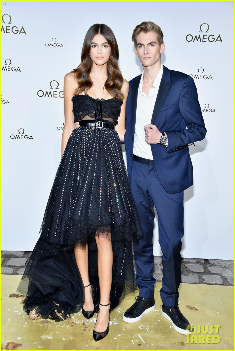 cindy crawford and rande gerber join kids kaia and presley at her time omega photocall3 133966287