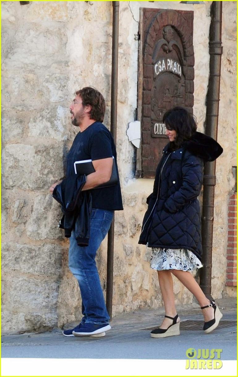 javier bardem penelope cruz begin filming their new movie in spain 013961852
