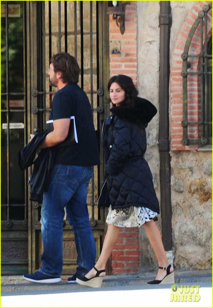javier bardem penelope cruz begin filming their new movie in spain 033961854