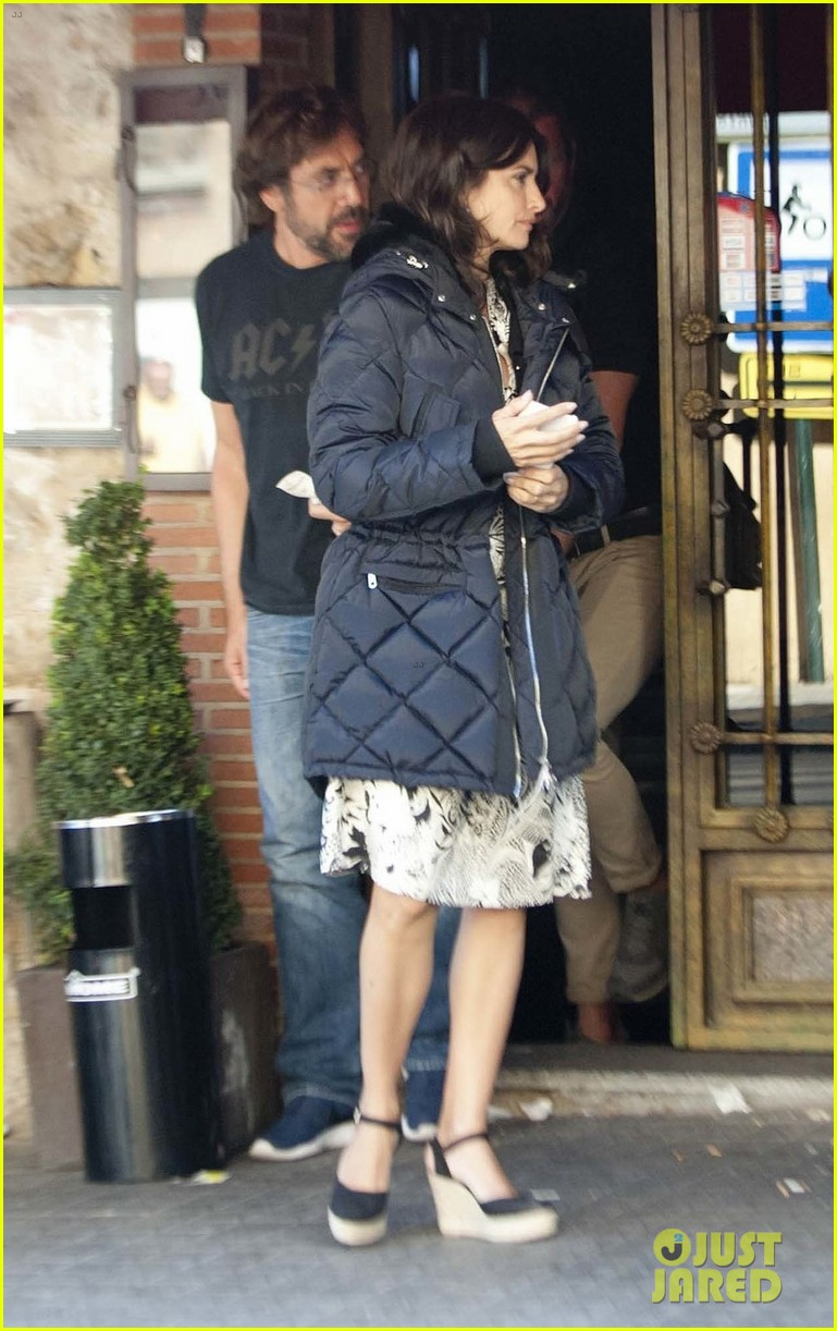javier bardem penelope cruz begin filming their new movie in spain 053961856