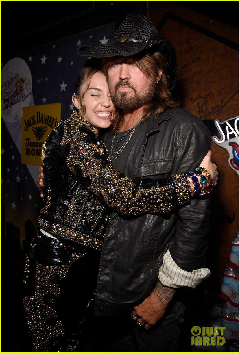 miley cyrus reunites with best friend lesley 023966494
