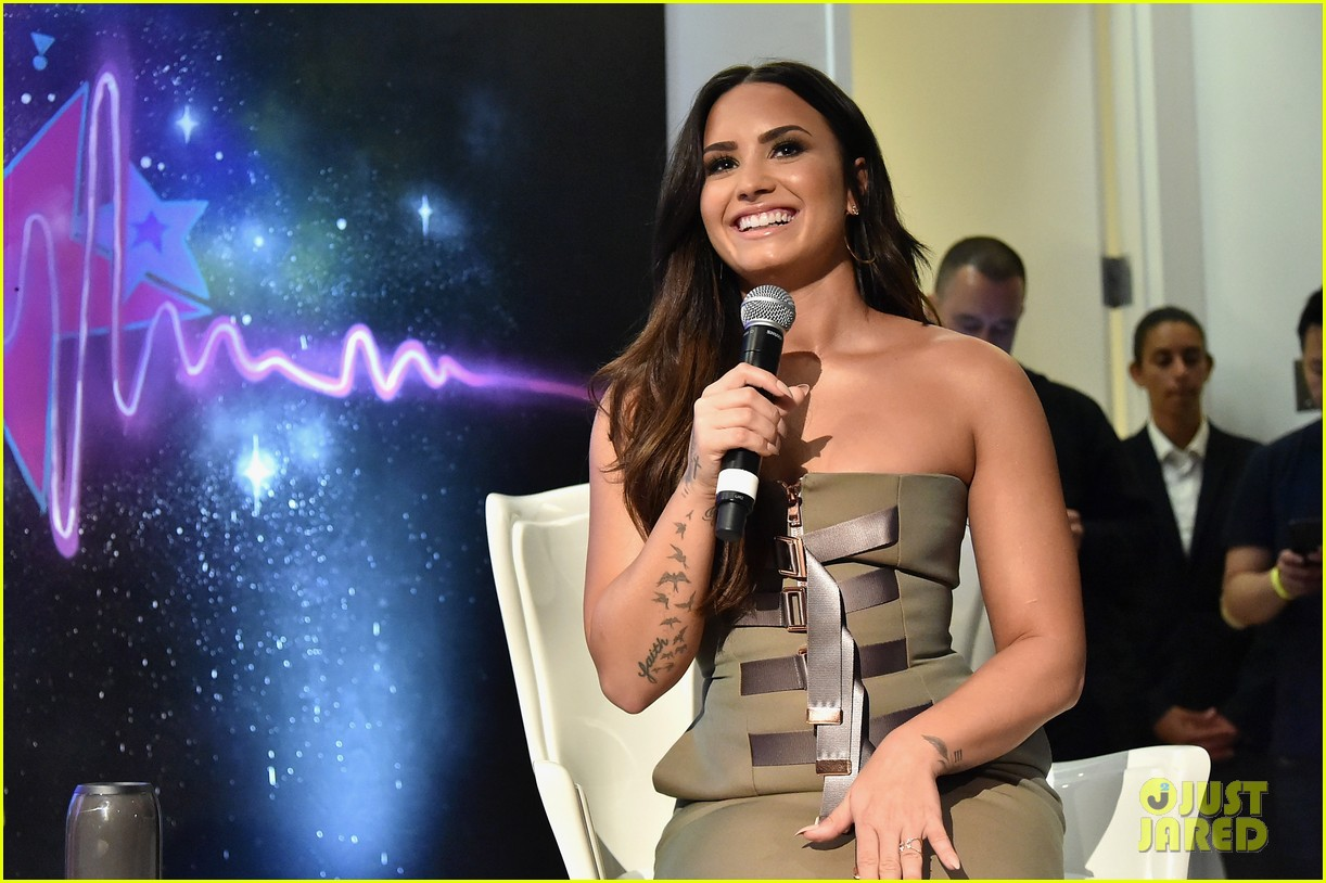 Demi Lovato Performs Stunning Stripped Down Version Of Sorry Not Sorry Video