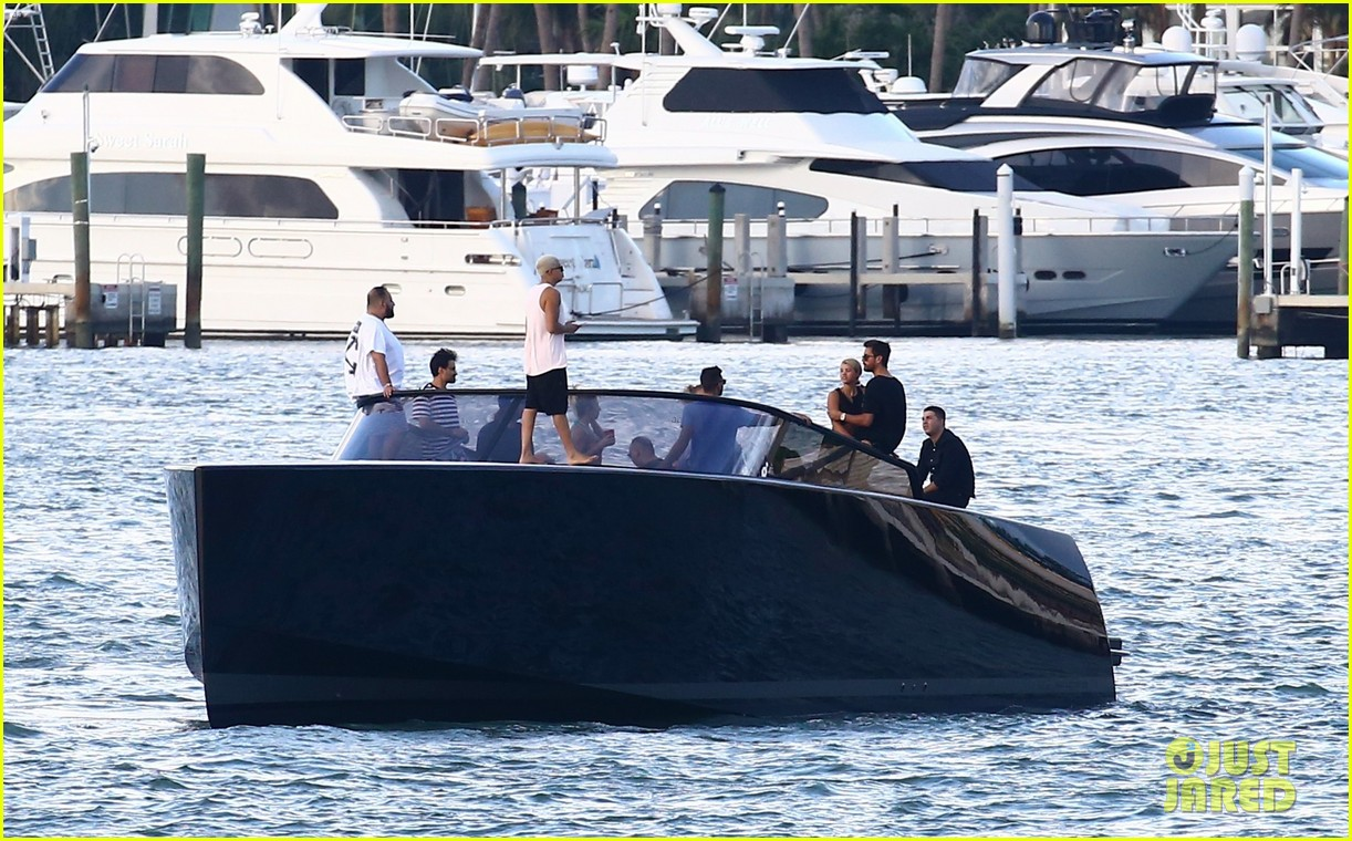 scott disick and sofia richie flaunt pda on a boat with friends2 263963006