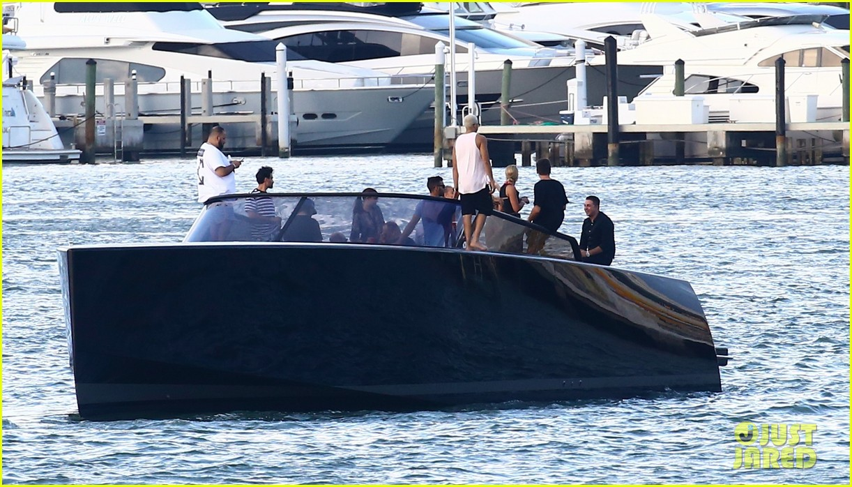 scott disick and sofia richie flaunt pda on a boat with friends2 273963305