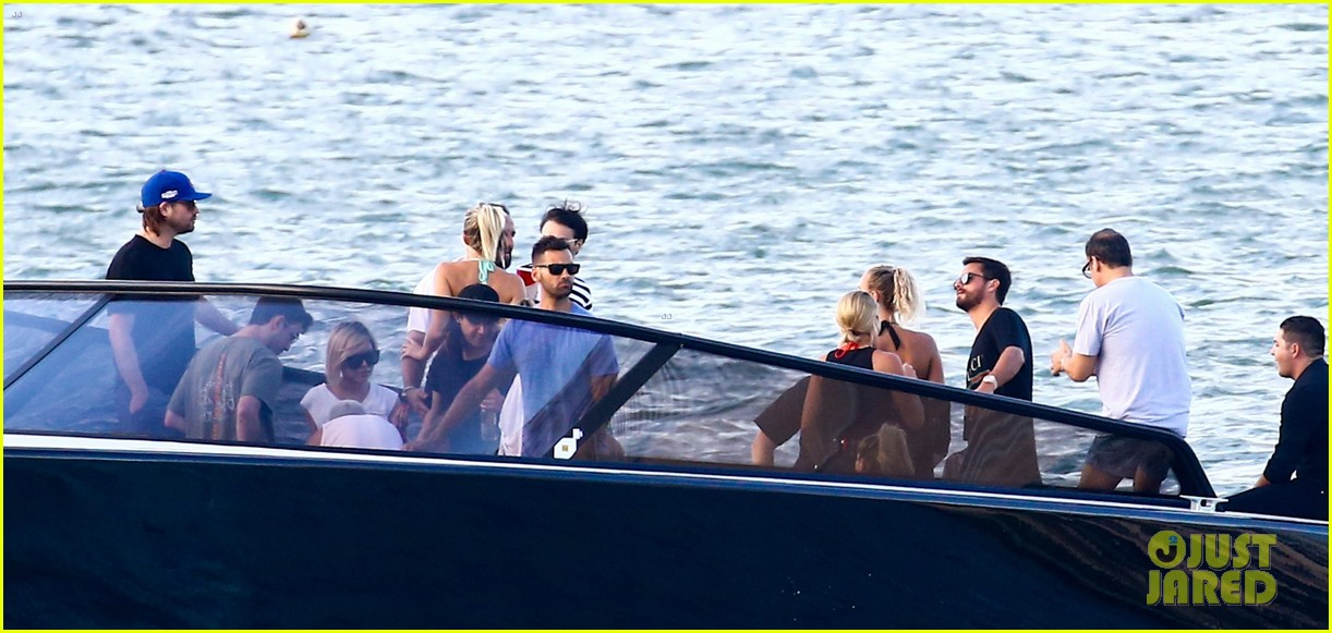 scott disick and sofia richie flaunt pda on a boat with friends2 313963011
