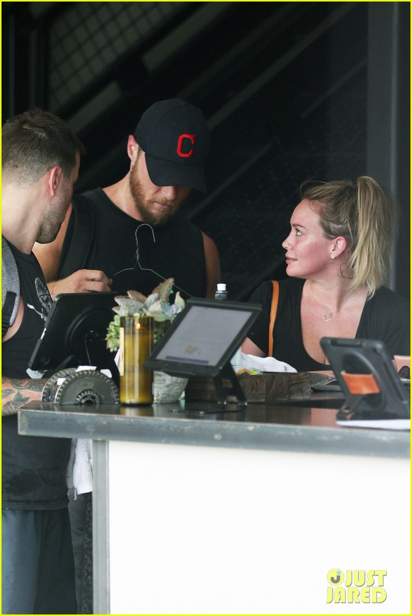 hilary duff climbs for houston with ex boyfriend jason walsh 023949882