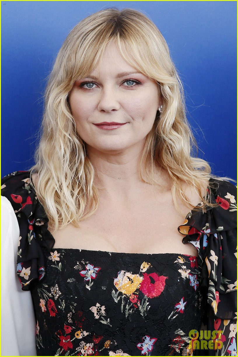 kirsten dunst woodshock venice photo call 123950107