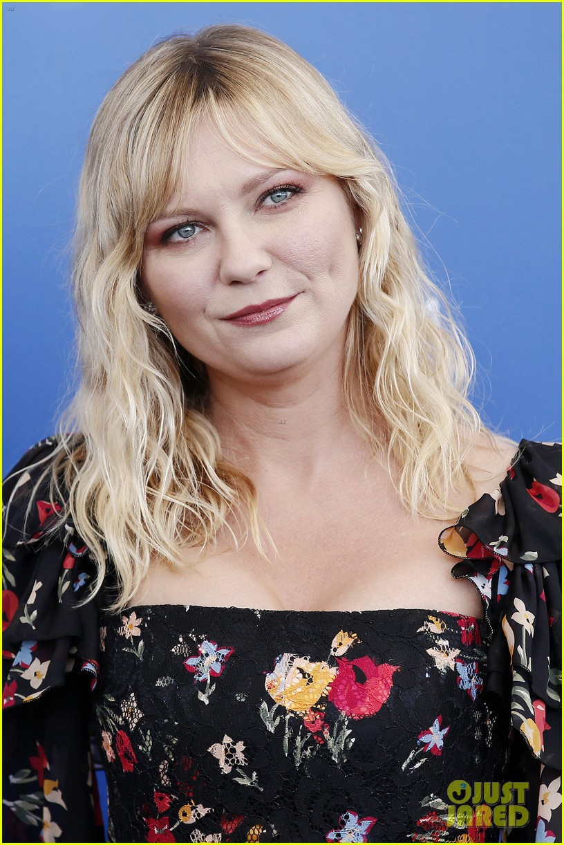 kirsten dunst woodshock venice photo call 173950112