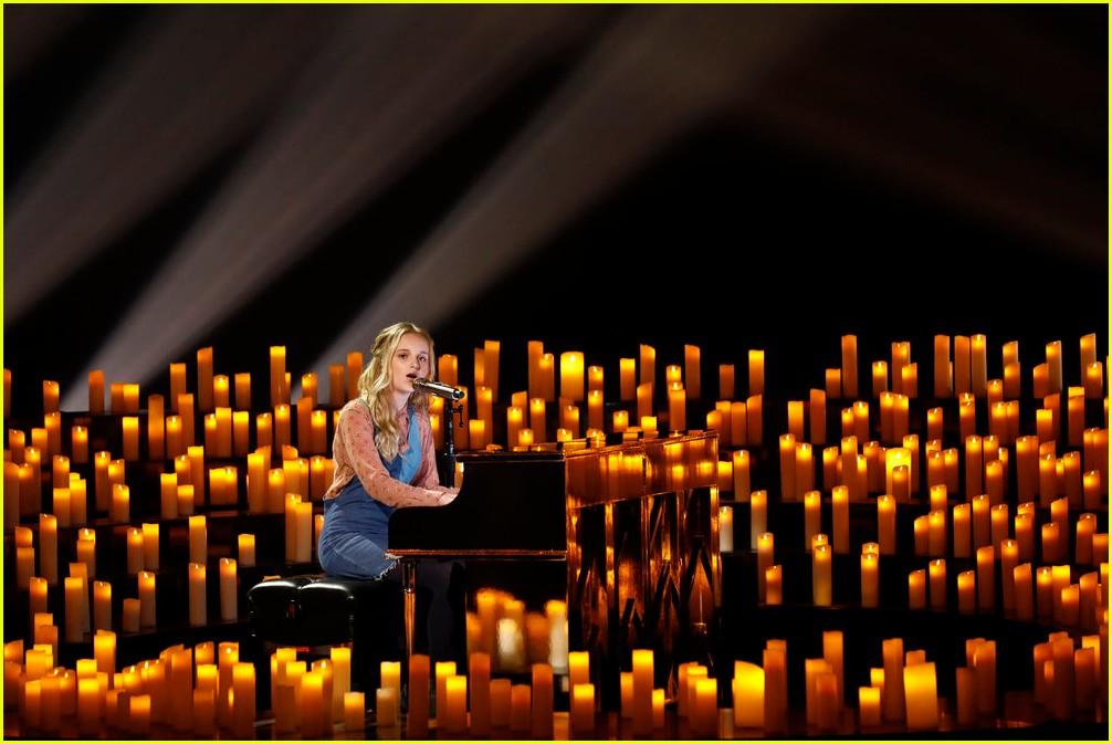 evie clair sang at her dads funeral last week 053960997
