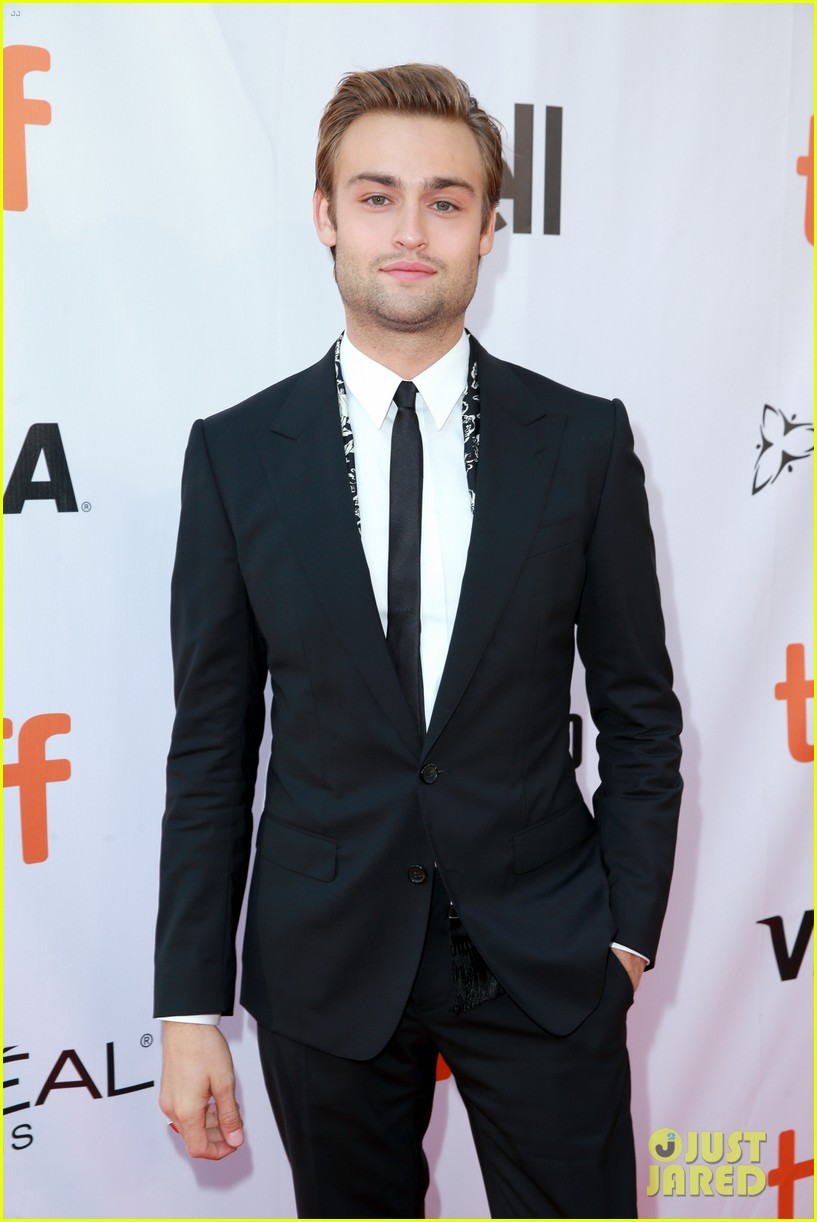 elle fanning joins maisie williams douglas booth at mary shelley tiff premiere 053953831