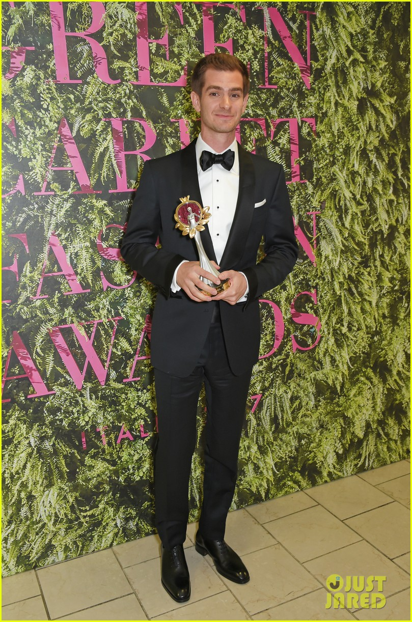 andrew garfield colin firth help honor at green carpet fashion awards 013964002