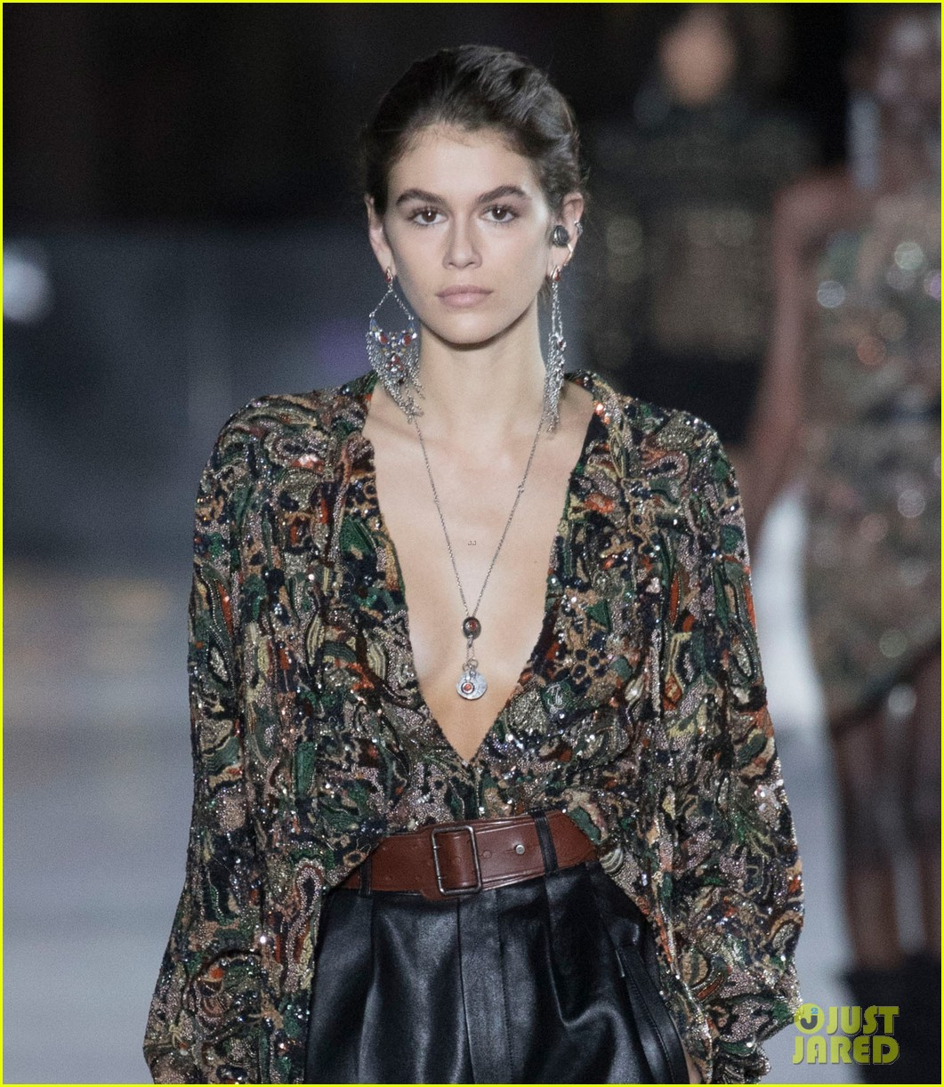 kaia gerber saint laurent show 073964921