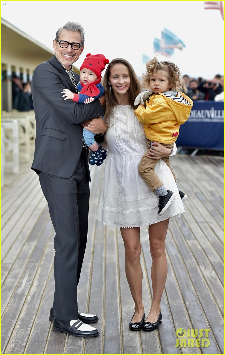 jeff goldblum is supported by wife emilie two sons at deauville film fest 013949930