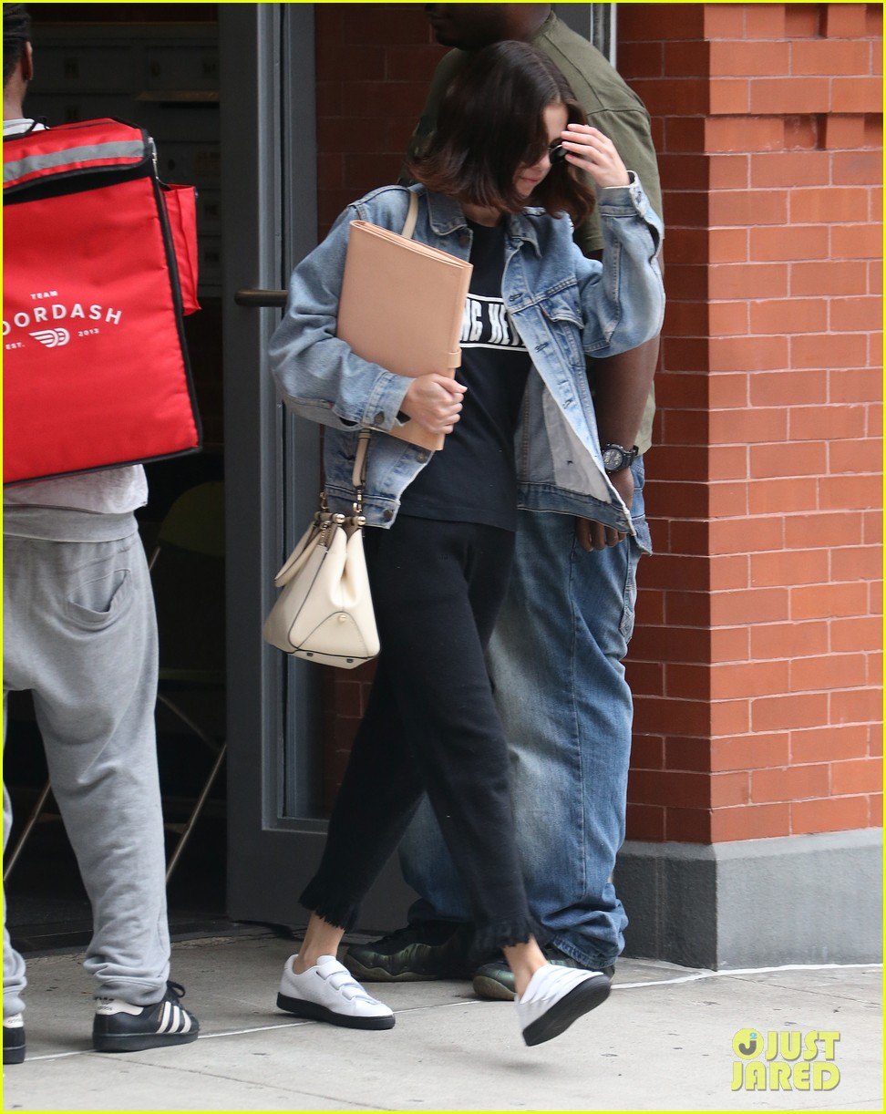 selena gomez practices lines on set of woody allen movie 133960487
