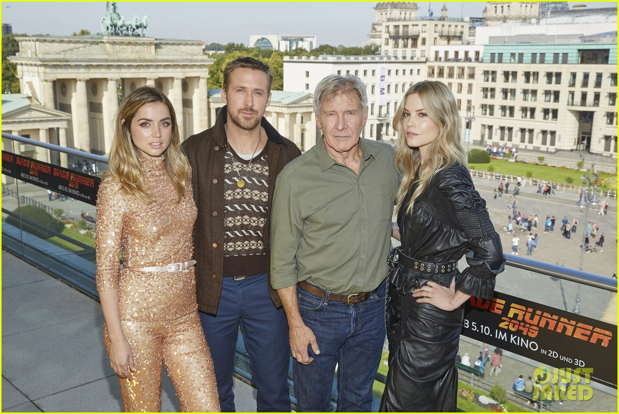 ryan gosling harrison ford begin blade runner press 033958848