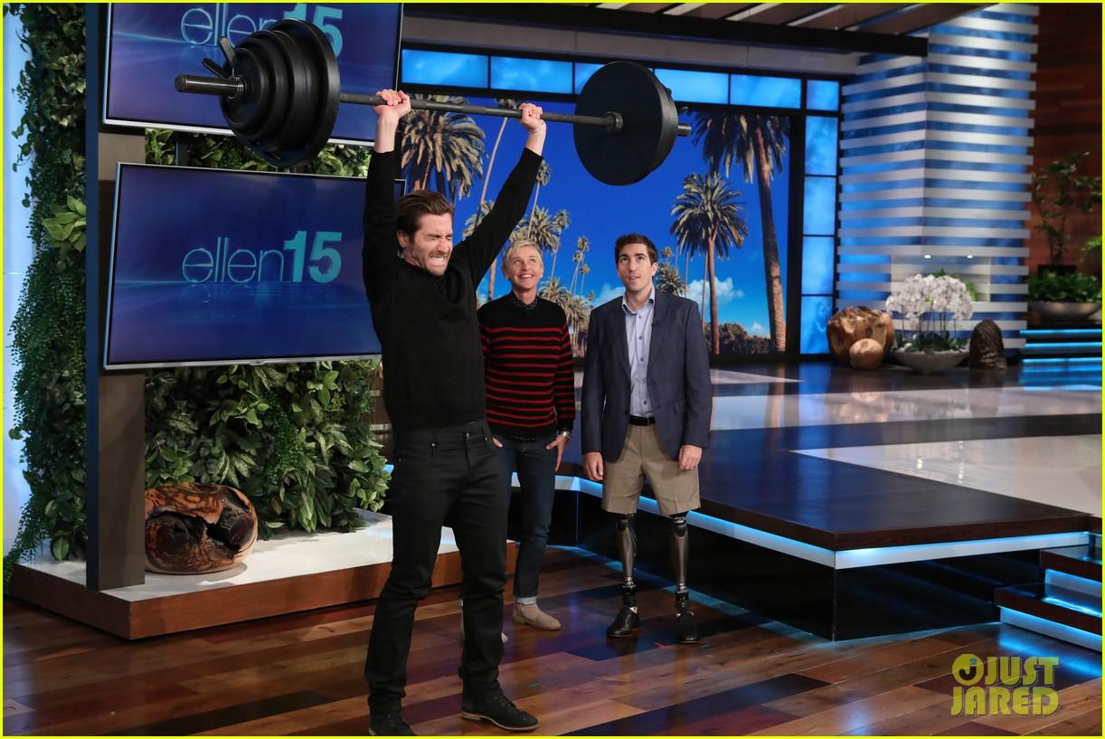 jake gyllenhaal takes on ellens boston strongman challenge for charity 023962376