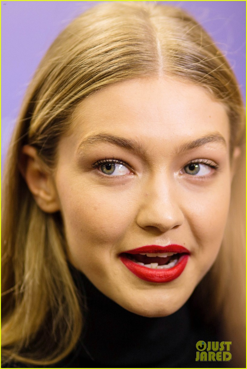 gigi hadid flaunts toned abs at tommy hilfiger event in spain 033964884