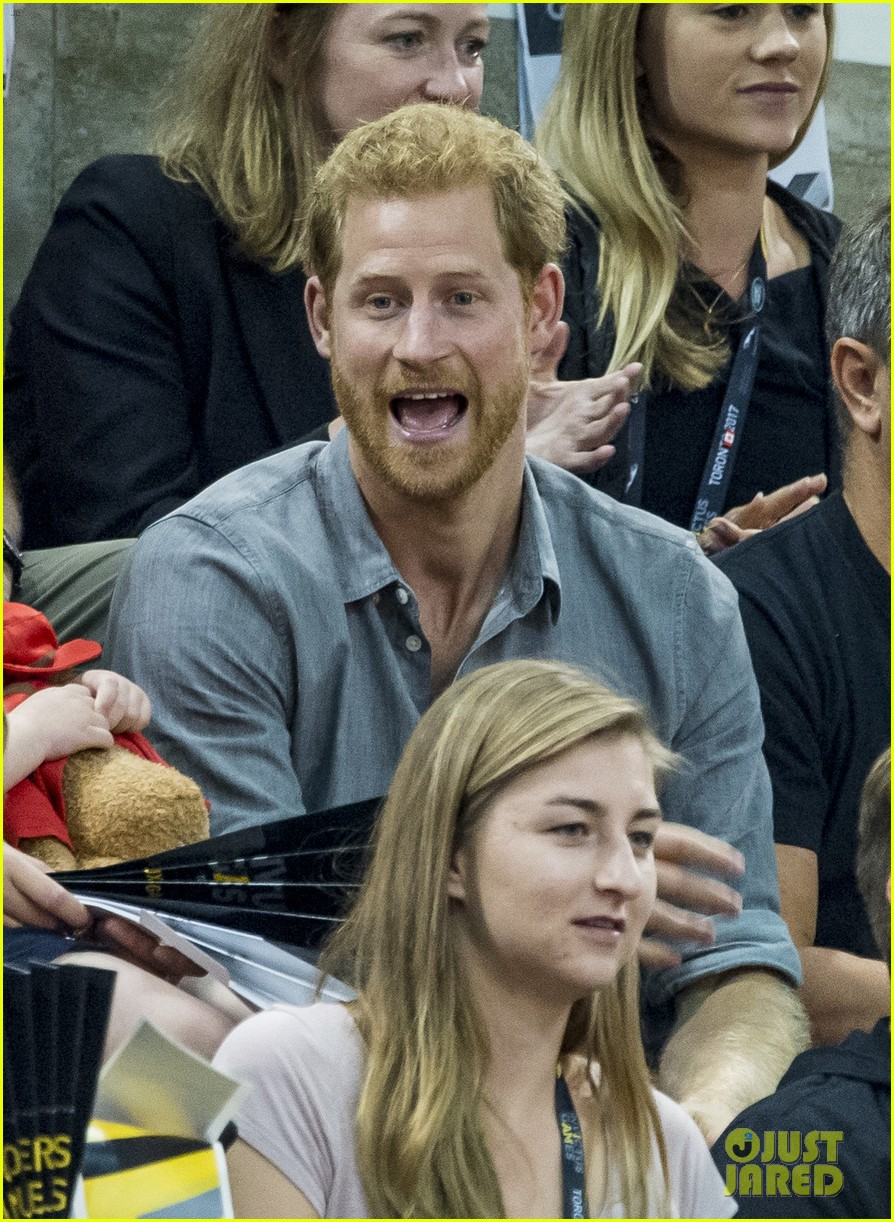 prince harry makes funny faces for a baby at the invictus games 033965508