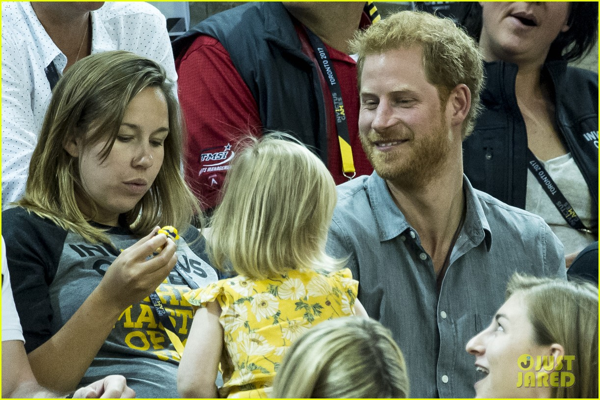prince harry makes funny faces for a baby at the invictus games 043965509
