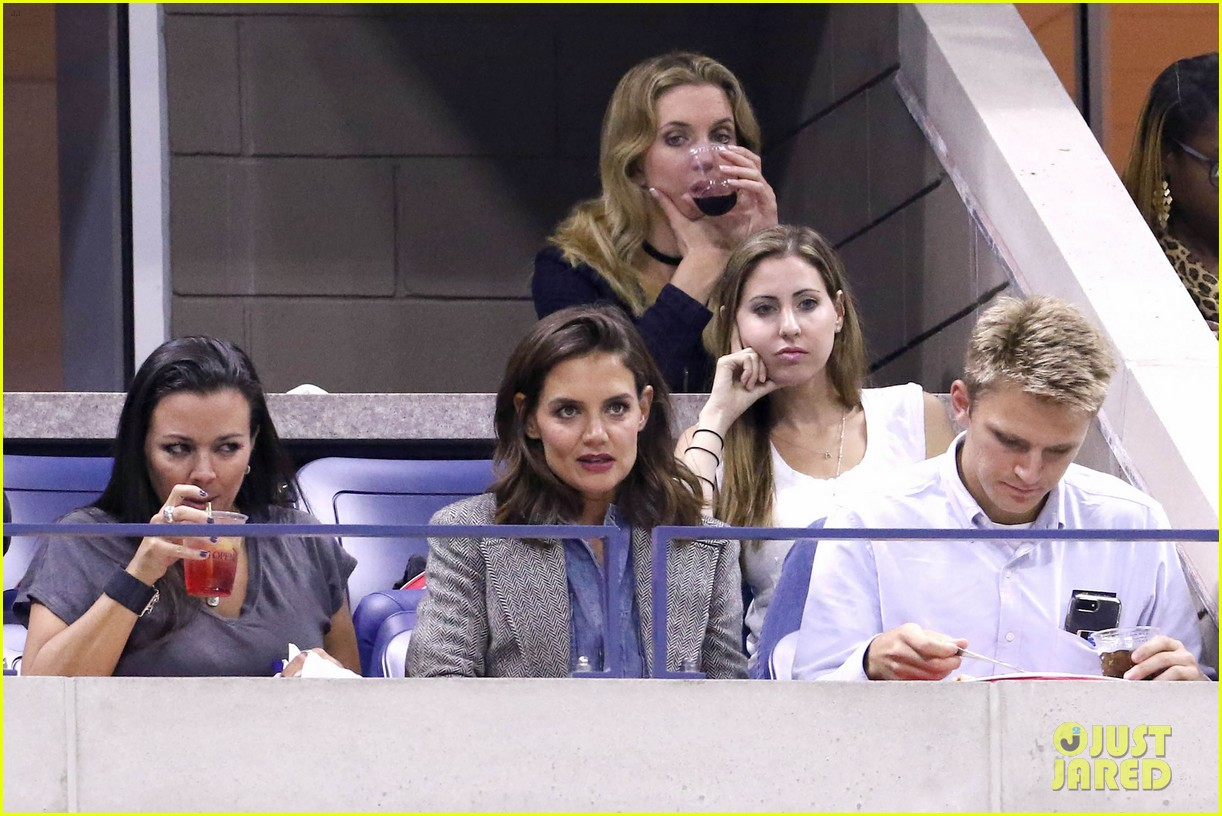 katie holmes was on the edge of her seat at us open match 013953017