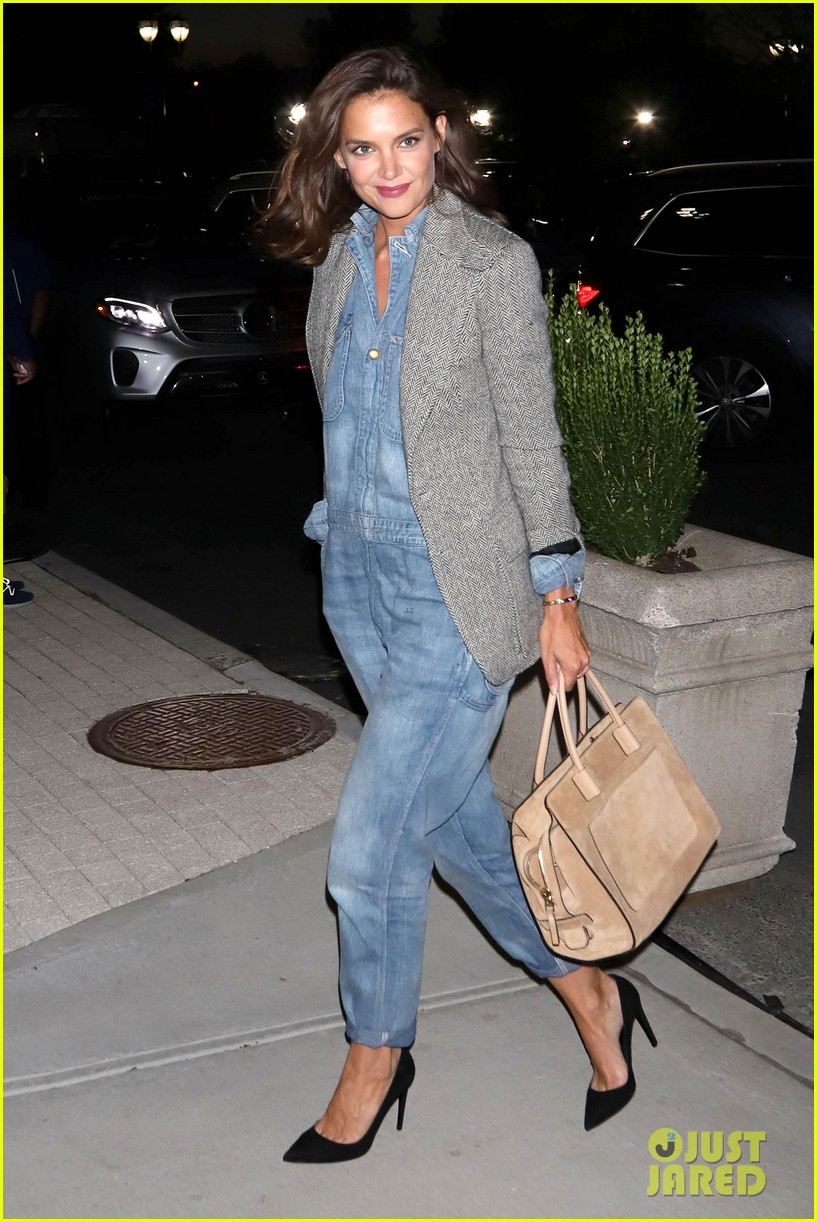 katie holmes was on the edge of her seat at us open match 023953018