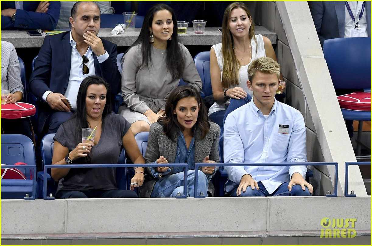 katie holmes was on the edge of her seat at us open match 033953019
