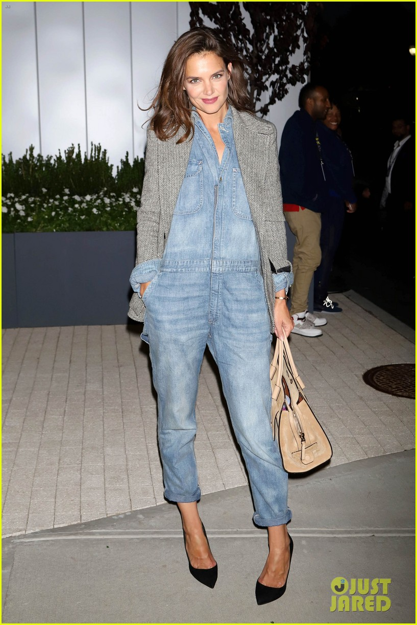 katie holmes was on the edge of her seat at us open match 043953020