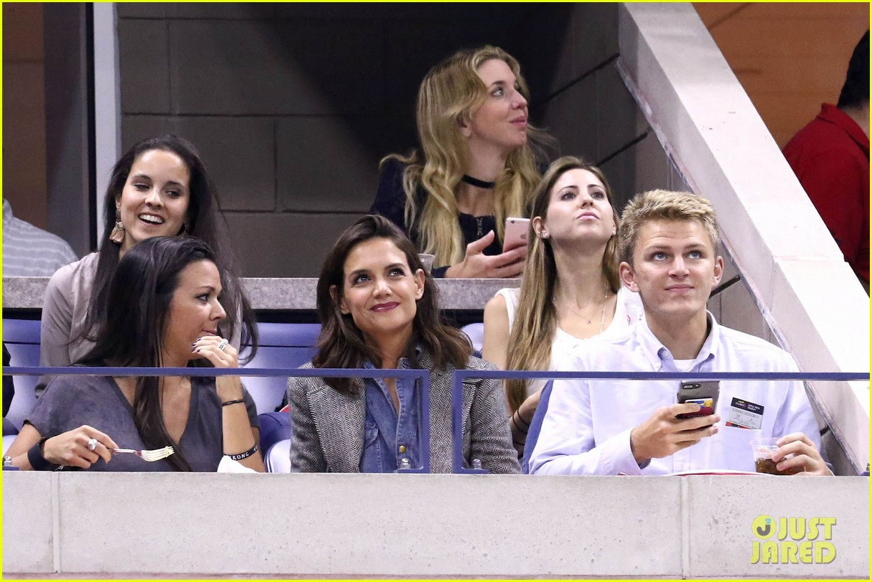 katie holmes was on the edge of her seat at us open match 053953021