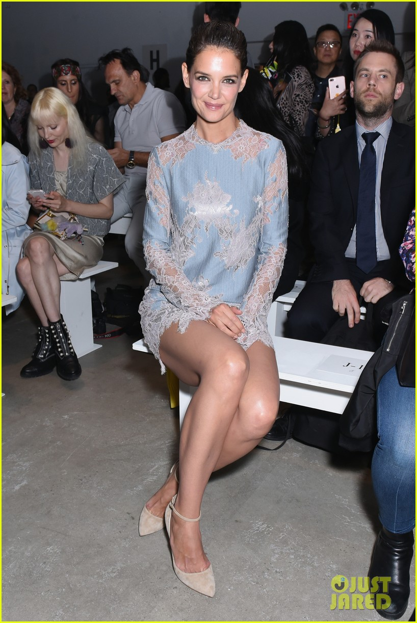 katie holmes is lovely in lace at lanyu fashion show 013955320