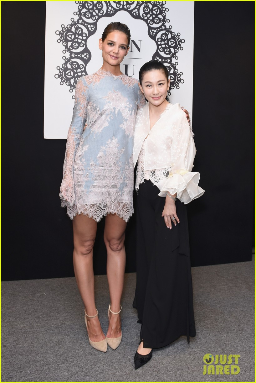 katie holmes is lovely in lace at lanyu fashion show 053955324