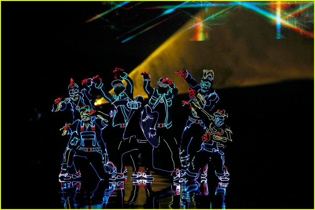 derek hough light balance americas got talent finale 033961674