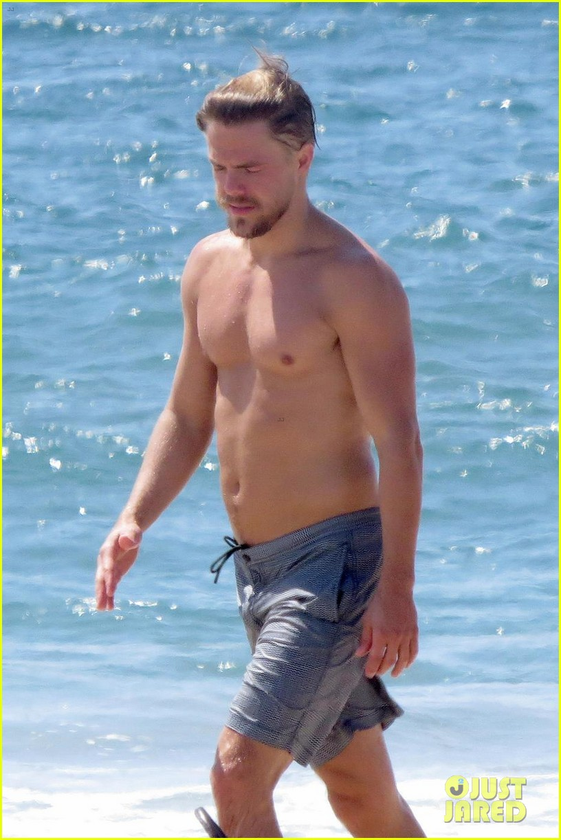 julianne hough husband brooks laich show off their hot beach bodies 023950497