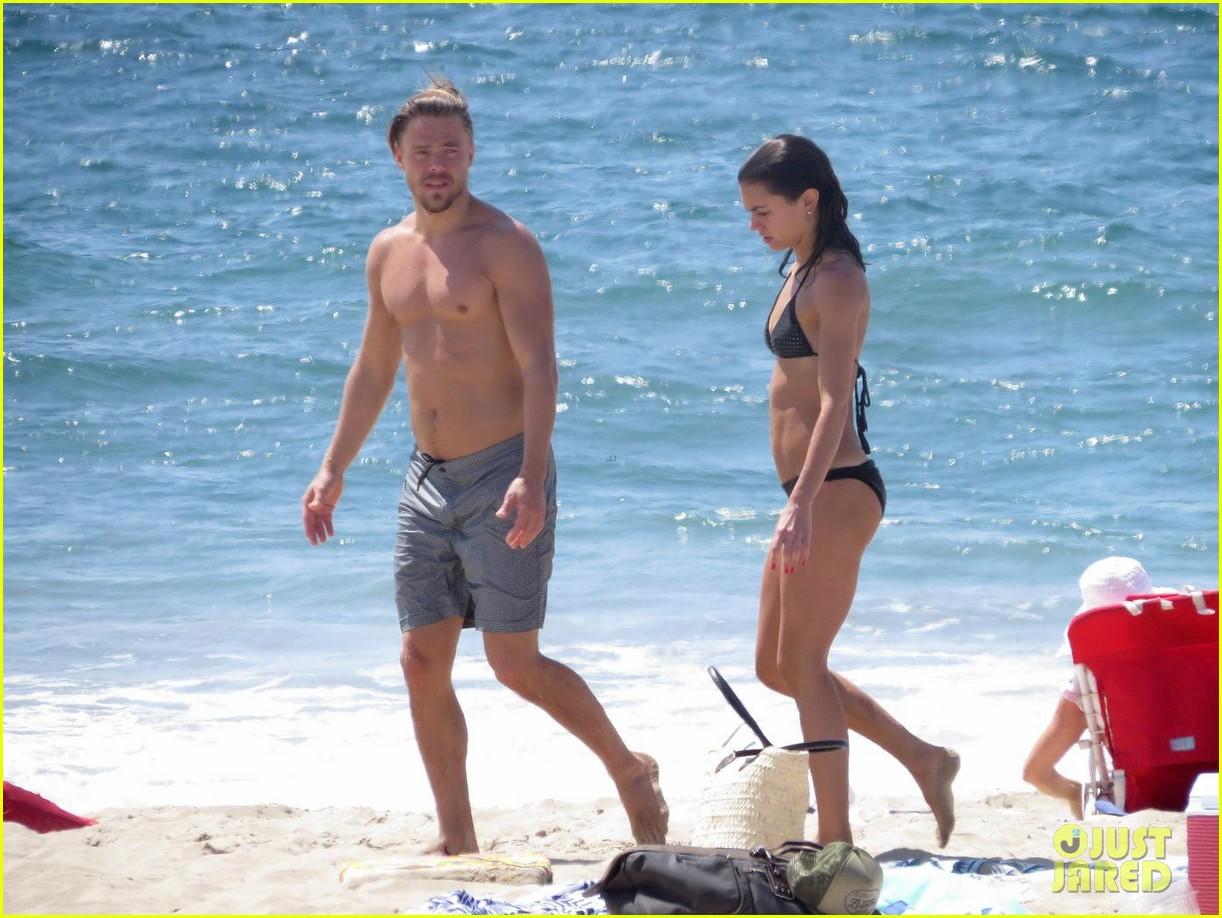 julianne hough husband brooks laich show off their hot beach bodies 043950499