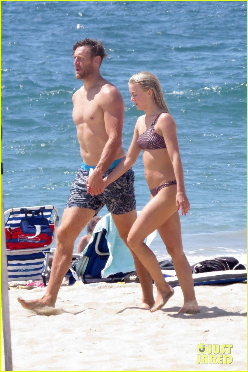 julianne hough husband brooks laich show off their hot beach bodies 053950500