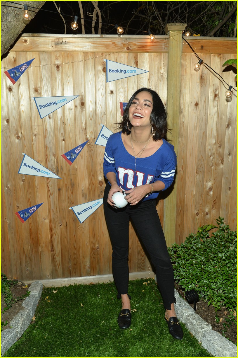 vanessa hudgens roots for new york giants 053954936