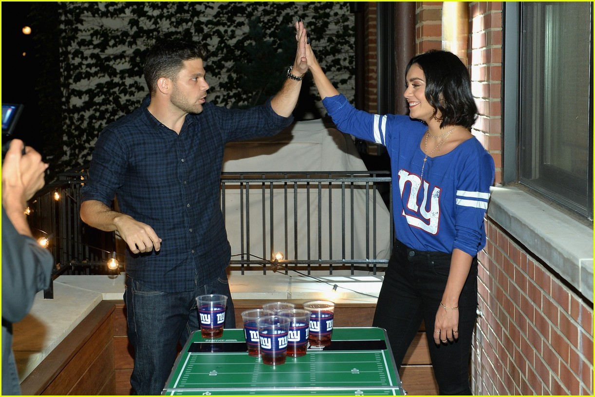 vanessa hudgens roots for new york giants 163954947