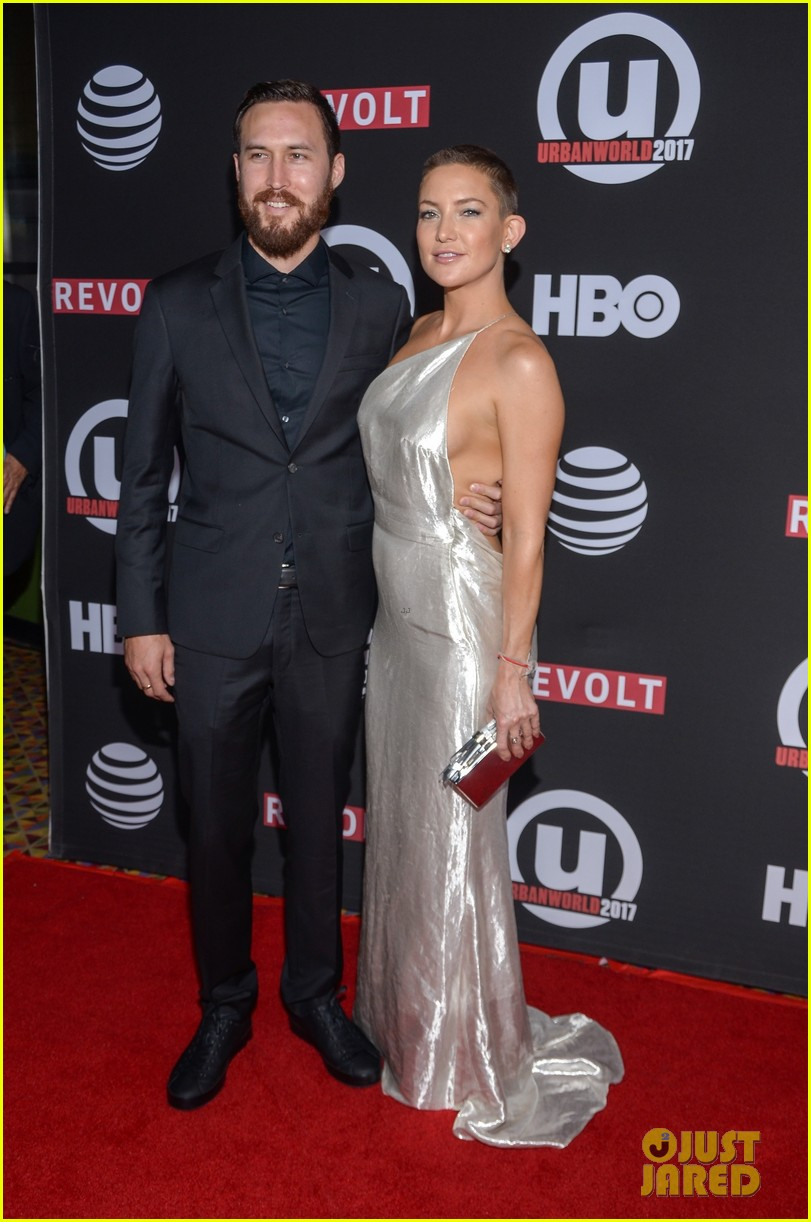 kate hudson wears silver gown to marshall premiere 013963095