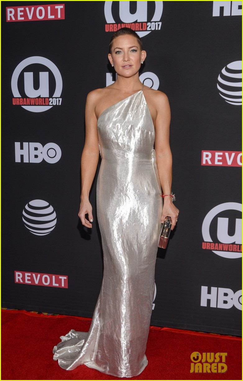 kate hudson wears silver gown to marshall premiere 033963097