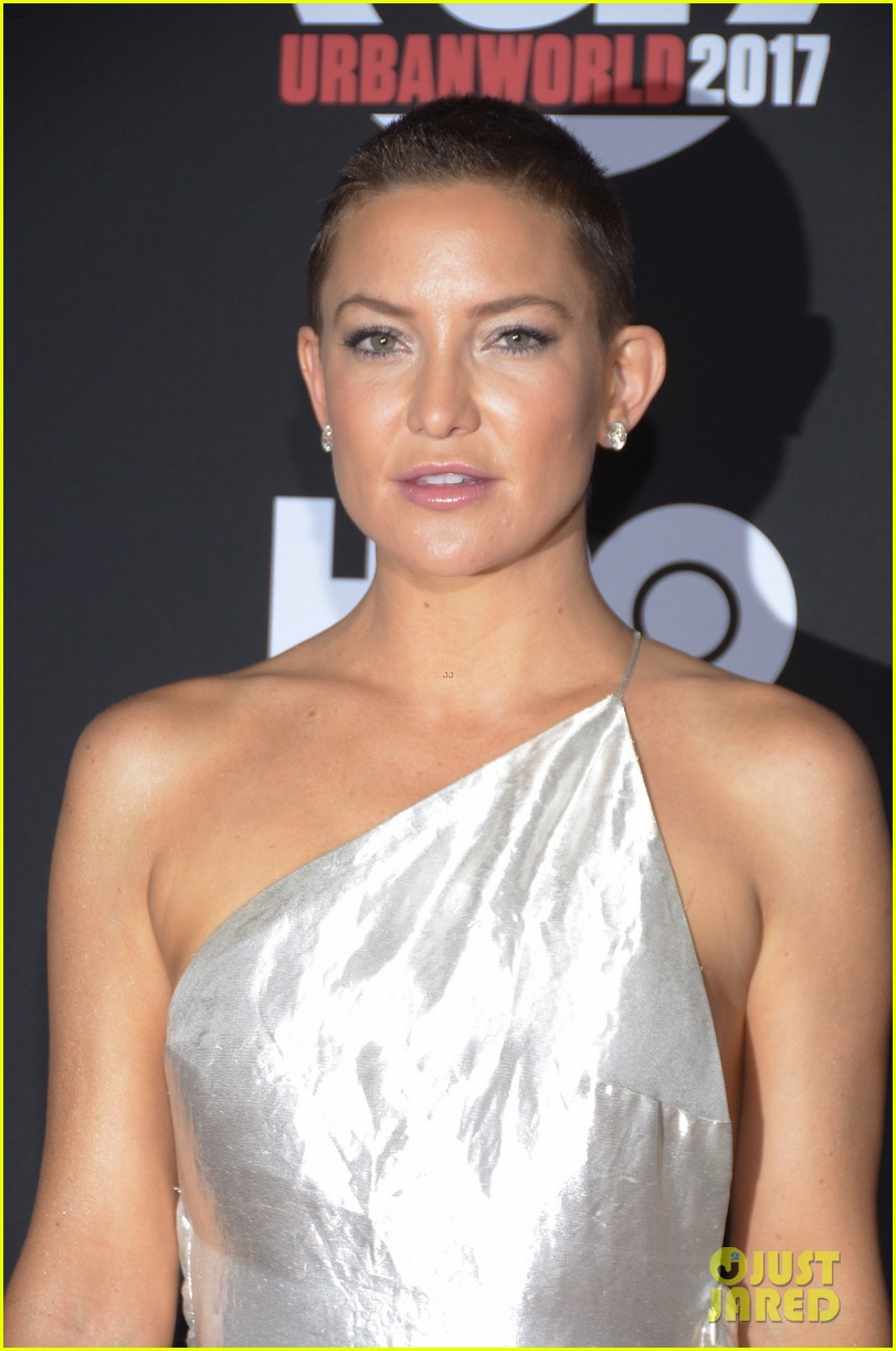 kate hudson wears silver gown to marshall premiere 053963099
