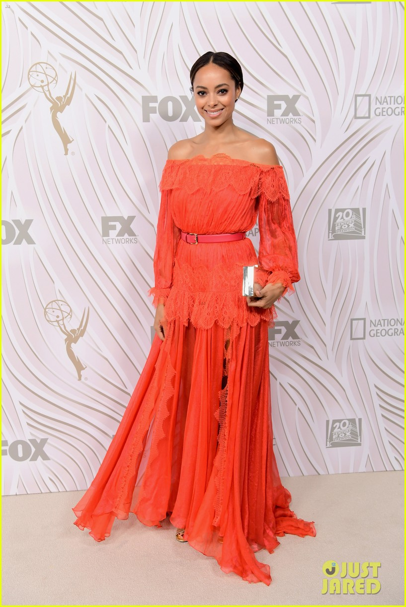 sarah hyland julie bowen switch it up for fox emmys after party 013960038