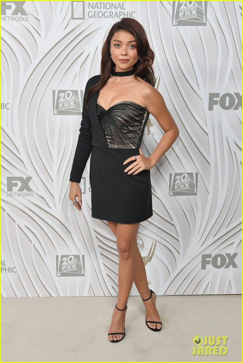 sarah hyland julie bowen switch it up for fox emmys after party 193960056