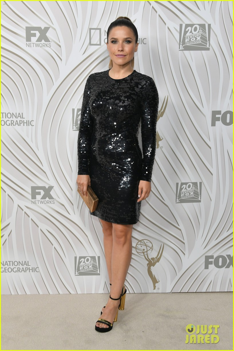 sarah hyland julie bowen switch it up for fox emmys after party 253960062
