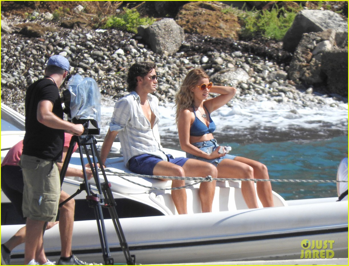 b8d9eba3f8 Lily James   Jeremy Irvine Film  Mamma Mia  Sequel on a Boat!  Photo ...