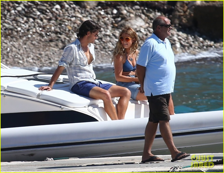 b8d9eba3f8 Lily James   Jeremy Irvine Film  Mamma Mia  Sequel on a Boat!  Photo ...