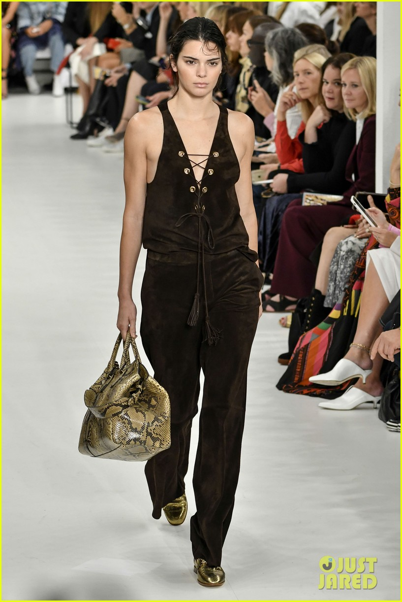 kendall jenner rocks two looks for tods milan fashion week show 053962390