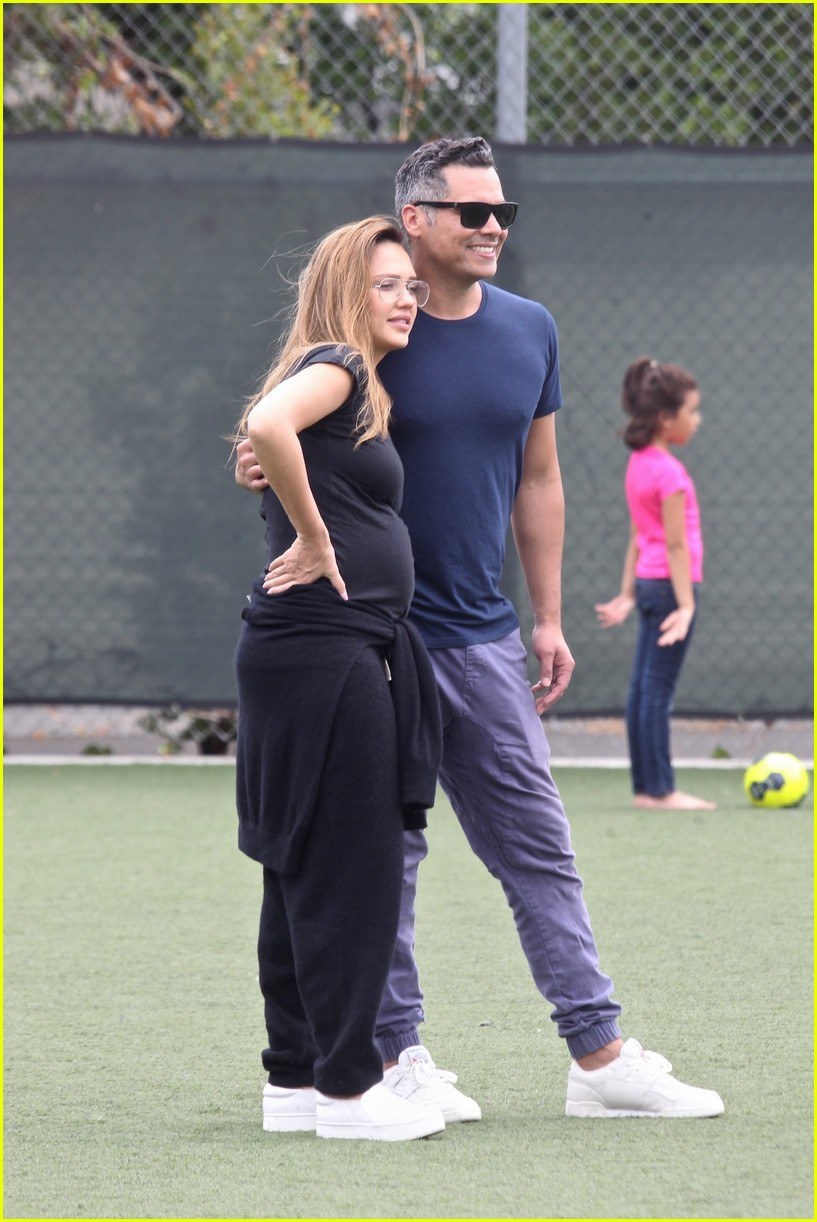 jessica alba cash warren couple up soccer game 063960420