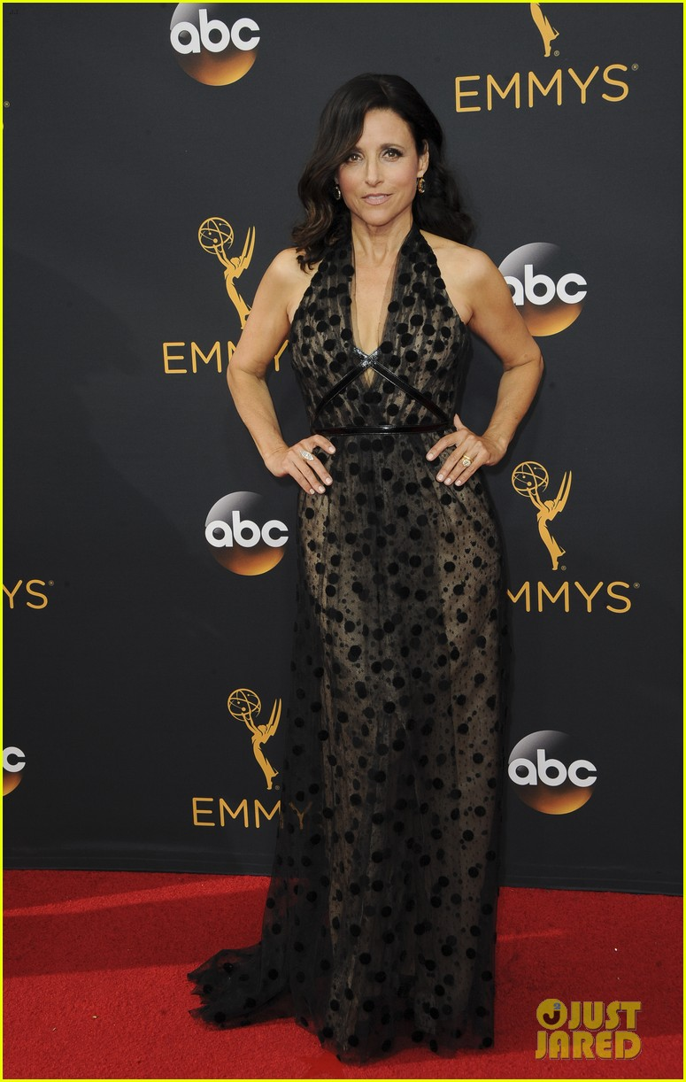 Celebrities send love to julia louis dreyfus after breast for Where did julia louis dreyfus go to college