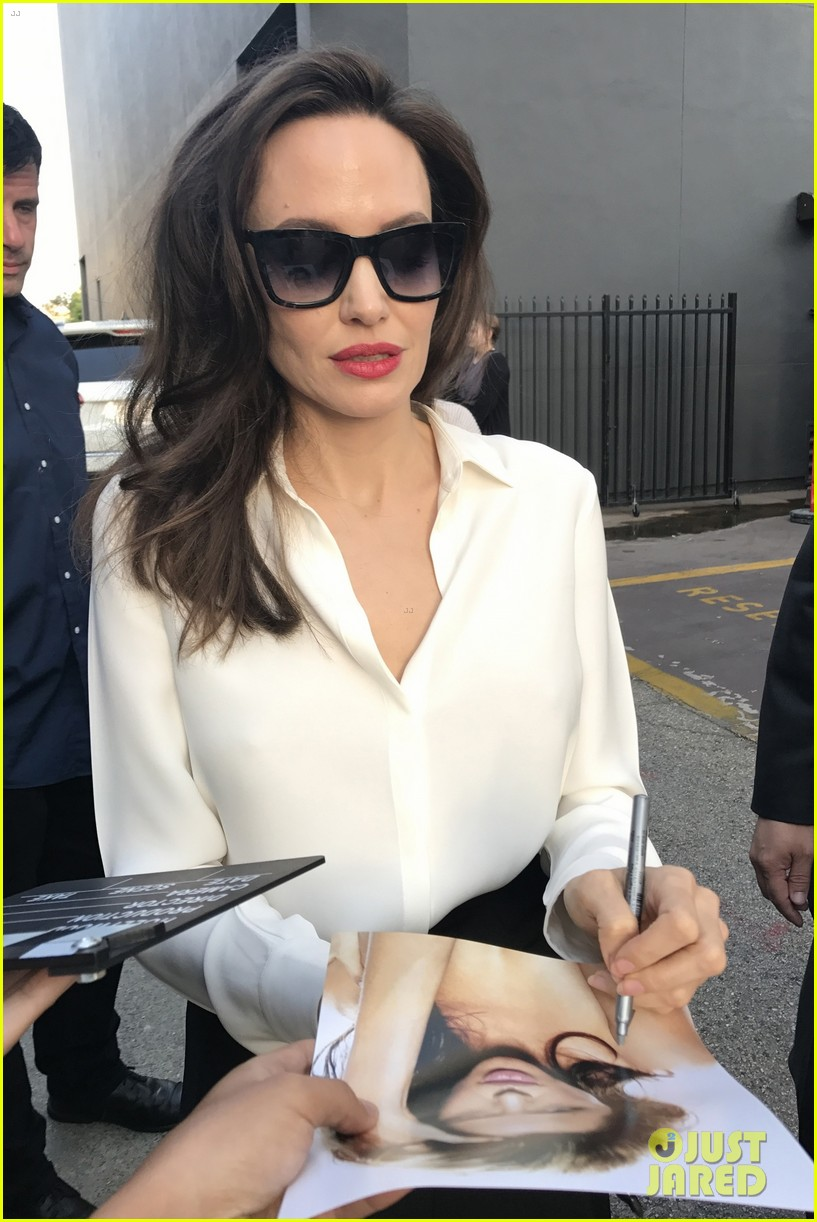 angelina jolie signs autographs 073959951