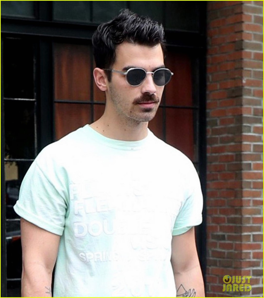 joe jonas calls brother nicks new song fire 023957175
