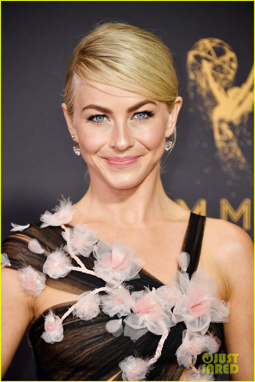 julianne hough red carpet emmys 023958977